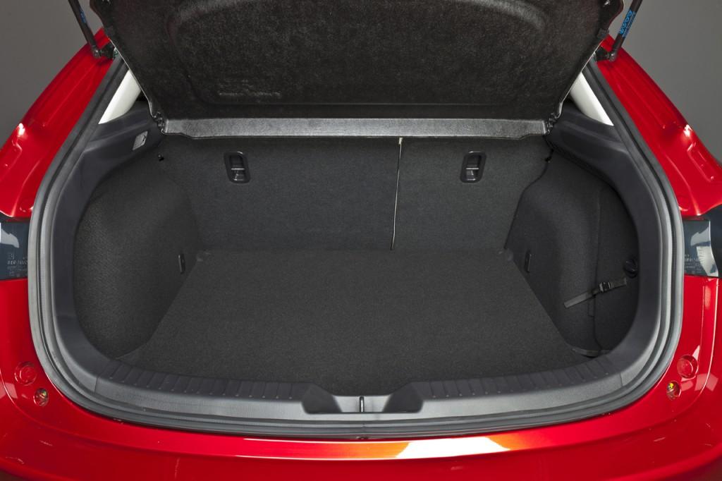 Mazda3_2013_interior_16__jpg72 (1)