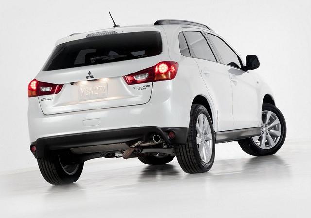 2015-Mitsubishi-ASX-rear